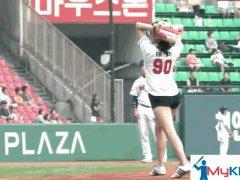 Korean taekwondoist Tae-Mi threw out the first pitch