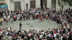 Symphony orchestra flash mob