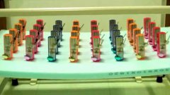 32 metronomes slowly become synchronized
