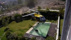 Fire-helicopter takes water from swimming pool to fight fire