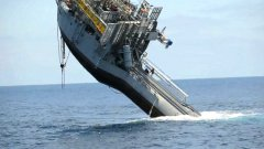 700 ton ship flips and stands upright in the ocean