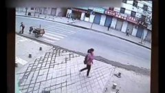 Taxi Driver Saves Girl Who Falls Through Weak Pavement