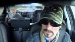 Jeff Gordon as Taxi Driver Pranks Journalist Passenger by Running From Police