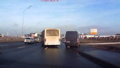 Russian Truck Driver Shows His Skills Avoiding Accident